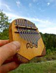 栗の木の板のカリンバ